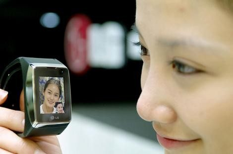 Lgwatchphone_wideweb__470x311,0
